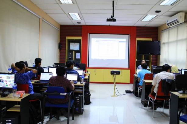 Workshop-Cloud-Computing-1-at-Telkom-BLC-Mergoyo-Surabaya